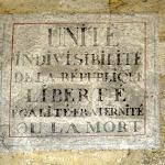 Passage de l'arcade : Inscription révolutionnaire « Unité Indivisible de la République, Liberté, Égalité, Fraternité ou la Mort ». (1793)