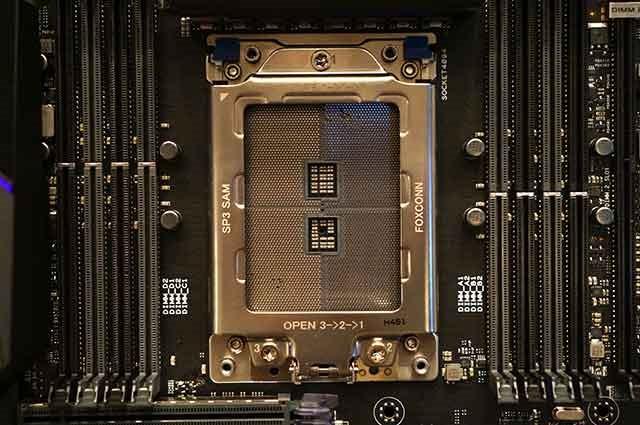 [AMD-Threadripper-socket-nude3]