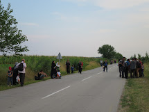 Pak už zbývá jen cesta k maďarské hranici, kterou překonávají většinou v noci. (Foto: Emanuela Macková, ČvT)