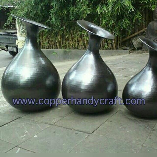 vas bunga dan guci tembaga