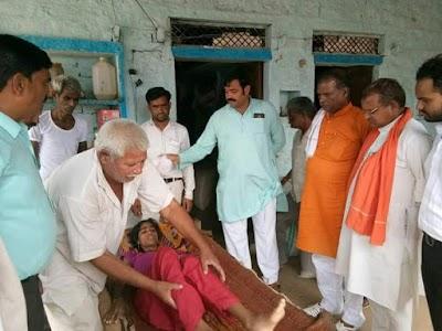 भाजपा जिला अध्यक्ष पहुंचे दोर्द गाँव, ग्रामीणों से जाने मरीजों के हाल