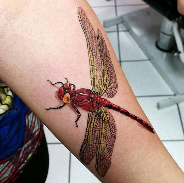 este_vermelho_e_amarelo_tatuagem_de_liblula
