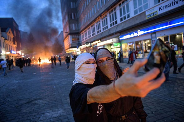 [Hamburg-g20-protests-what-is-Antifa-demonstrations-protestors-Welcome-to-Hell-994436%5B3%5D]