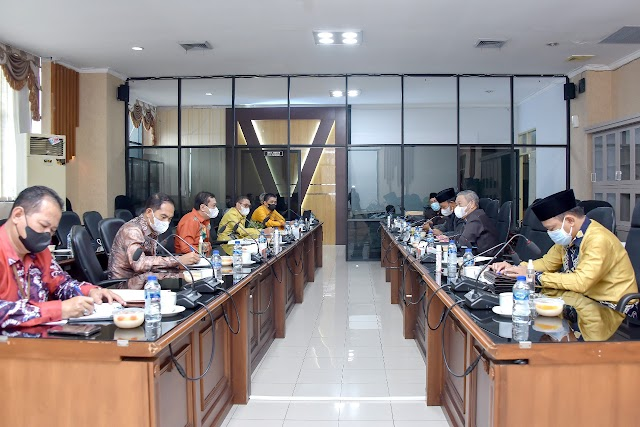 Bank Kalsel Sambangi DPRD Kalsel Paparkan Kinerja Terkini