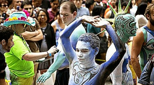 BBC News    body art enlivens New York