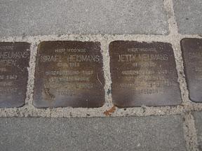 Waldeckstraat 4 Stolpersteine voor Israel Heijmans, en Jetty Heijmans.
