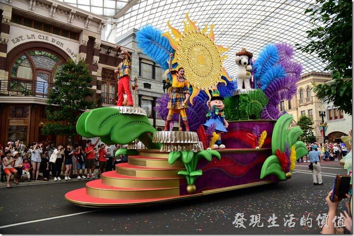 日本大阪-環球影城。今年的花車連史努比也來湊熱鬧了!