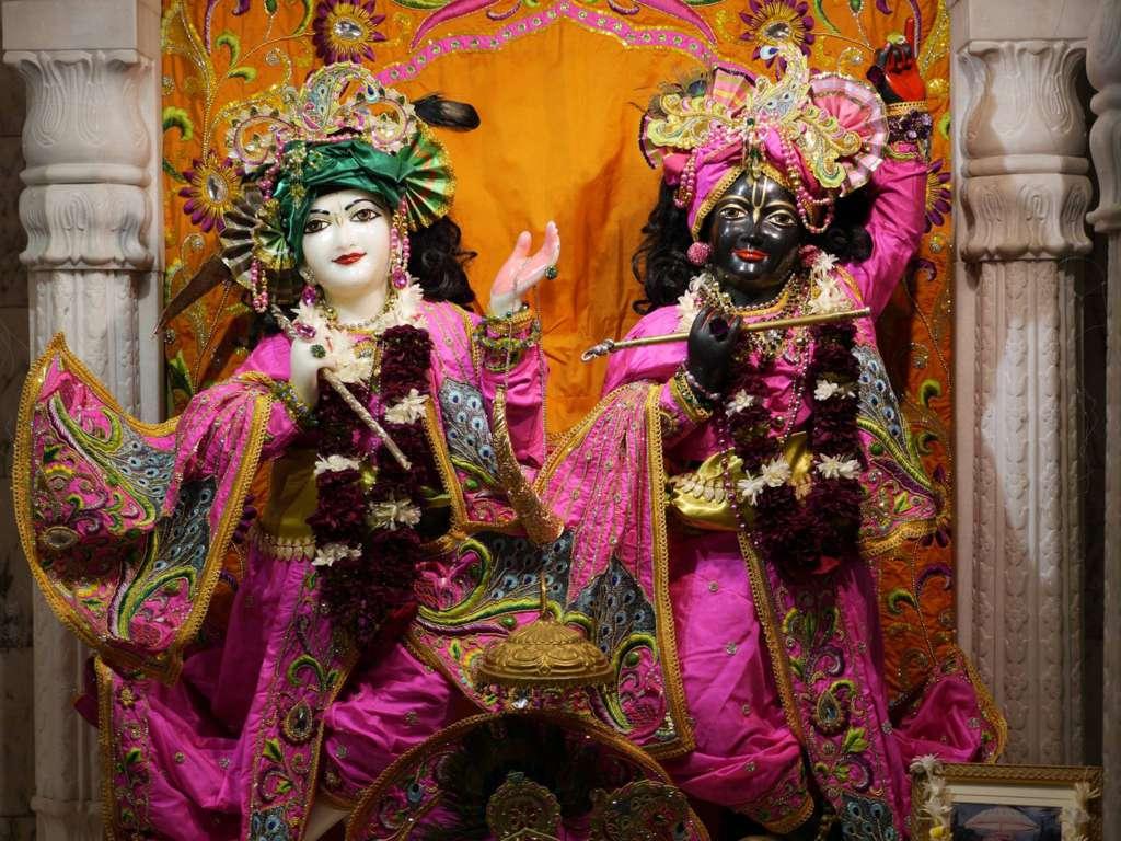 ISKCON New Govardhan Deity Darshan 16 Dec 2015 (1)