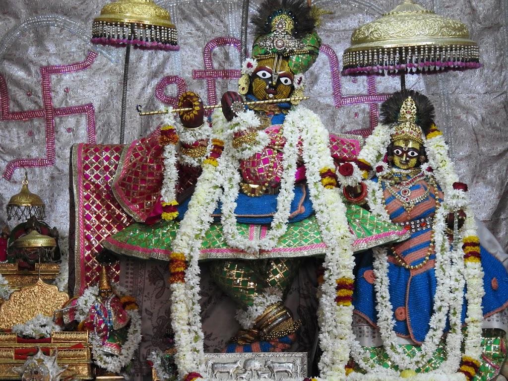 Radha Govind Devji Deity Darshan 07 Jan 2017 (1)