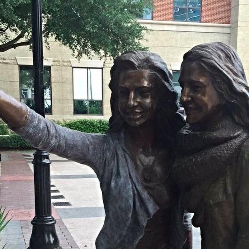 Texas Town Erects a Selfie Statue