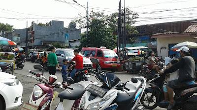 Minggu Pagi Di Pasar Sukapura - Jakarta Utara