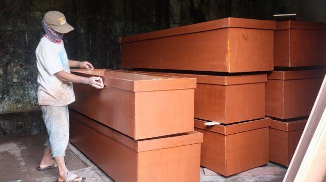 Warga Bondowoso Ngamuk Tolak Pemakaman Jenazah Covid-19 dengan Peti