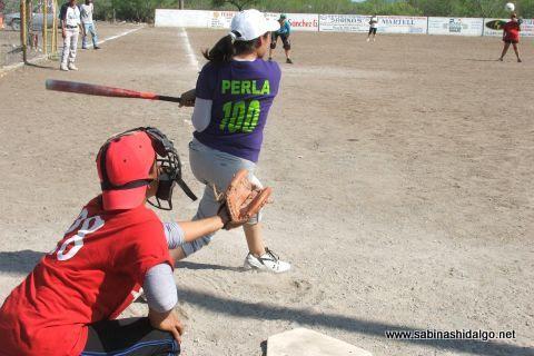 Perla Calvo de Rebeldes en el softbol del Club Sertoma