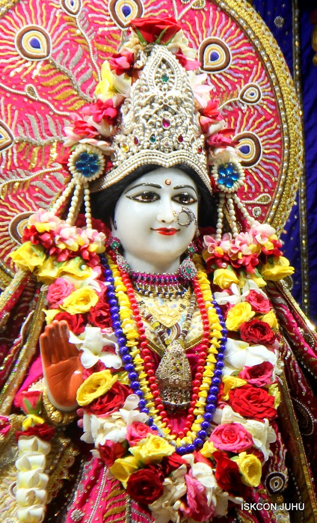 ISKCON Juhu Sringar Deity Darshan on 27th April 2016 (14)