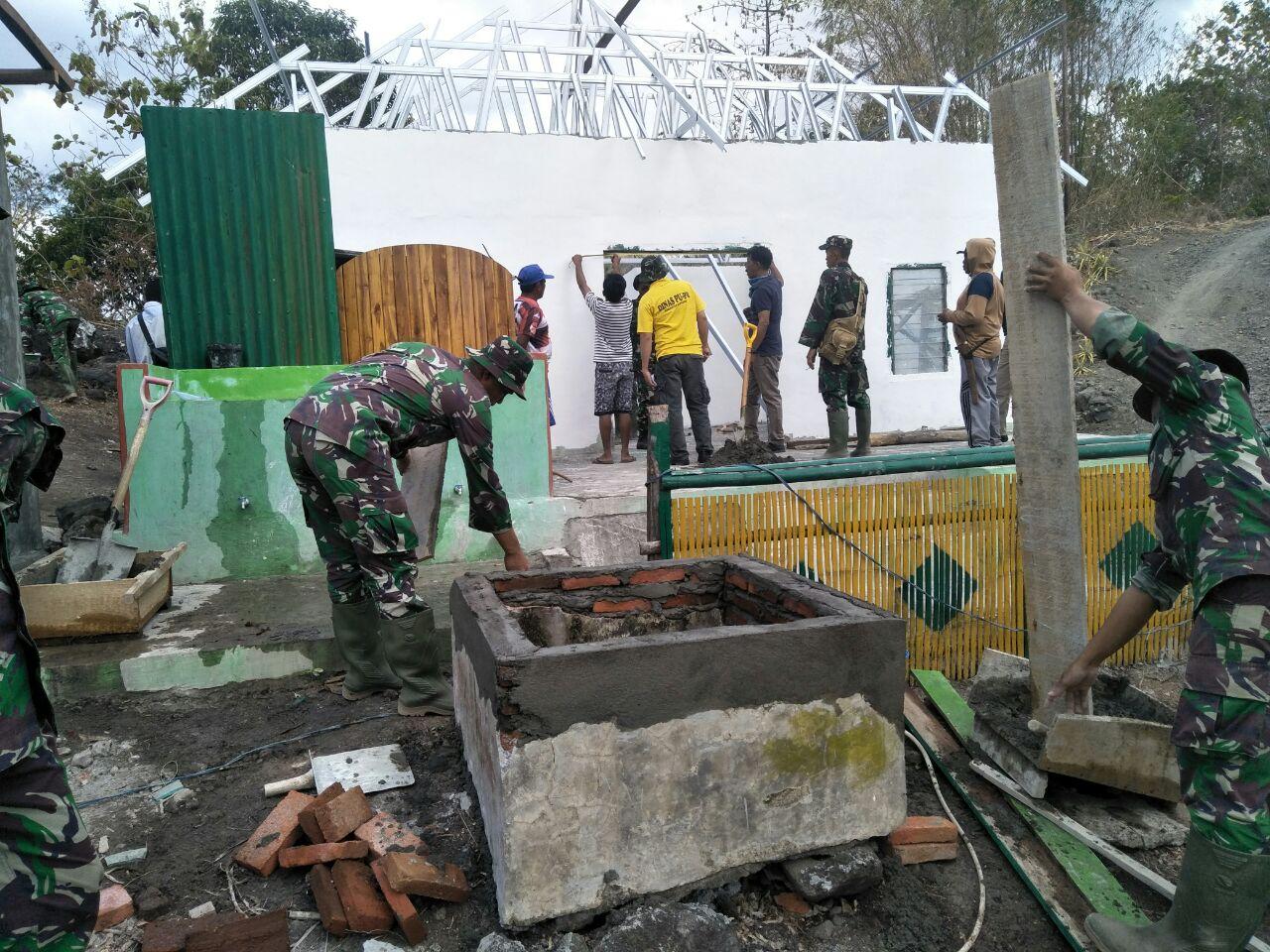 Antusias Satgas TMMD dan Masyarakat Abbanuange di Sasaran Ketiga Renovasi Masjid Nurul Jannah Capai Pekerjaan 45 Persen