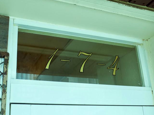 店頭には1-7-4と書かれてる。住所の高砂「1-4-7」の数字だ