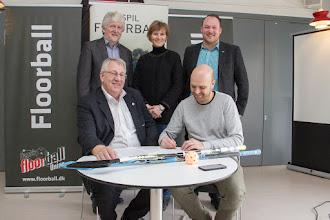 """Photo: Helsingør FT og Rungsted-Hørsholm FK underskriver hensigtserklæring om samarbejder under """"Vision 25-50-75"""" sammen med Dansk Floorball Union, DGI og DIF"""
