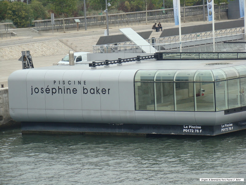 Une Piscine Flottante à Paris, Au Bord De La Seine