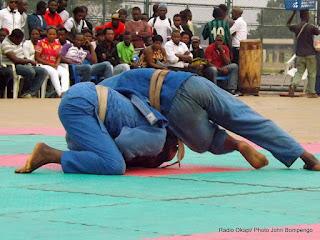 Combat de judo le 23/07/2012 au stade des Martyrs à Kinshasa, lors de la 8ème journée des rencontres organisées par l'Entente urbaine de Judo de Kinshasa (EUJUKIN). Radio Okapi/Ph. John Bompengo