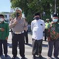 Ditlantas polda Aceh gandeng NU Aceh memberikan bansos sembako kepada ratusan tukang becak