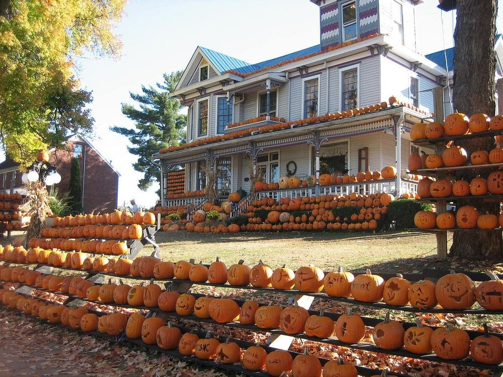 kenova-pumpkin-house-1