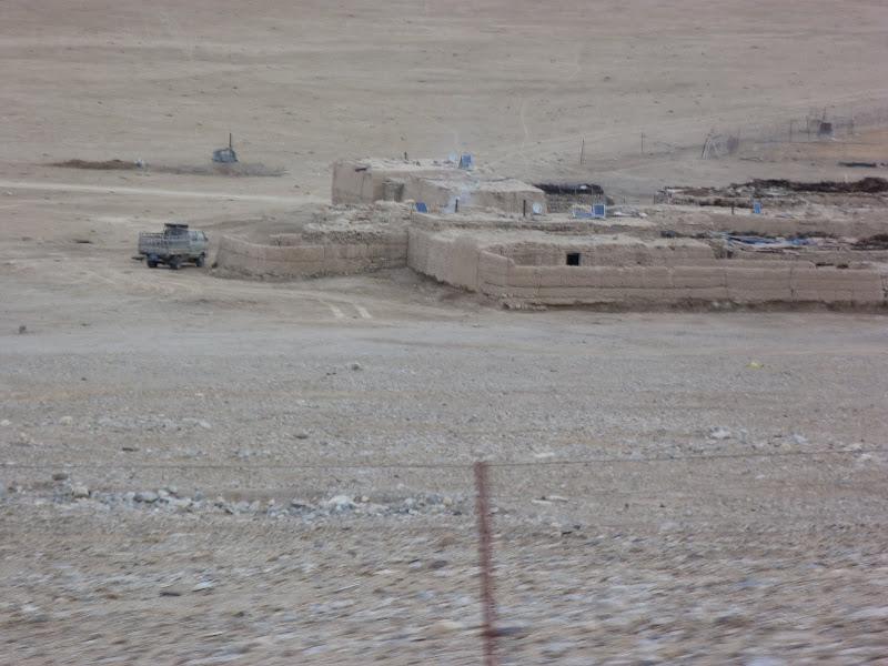 XINJIANG. Karakoram Highway, lune des plus haute route au monde, en passant a 4400 m - P1280650.JPG