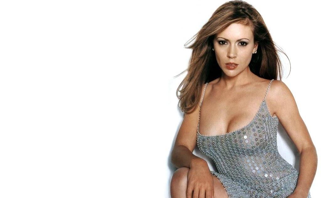 Celebrities Hot Wallpaper: Alyssa Milano Beautiful Boobs Wallpapers
