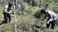 Brimob Polda Aceh Semprot Disinfektan dan Bakti sosial di Lhok Jok
