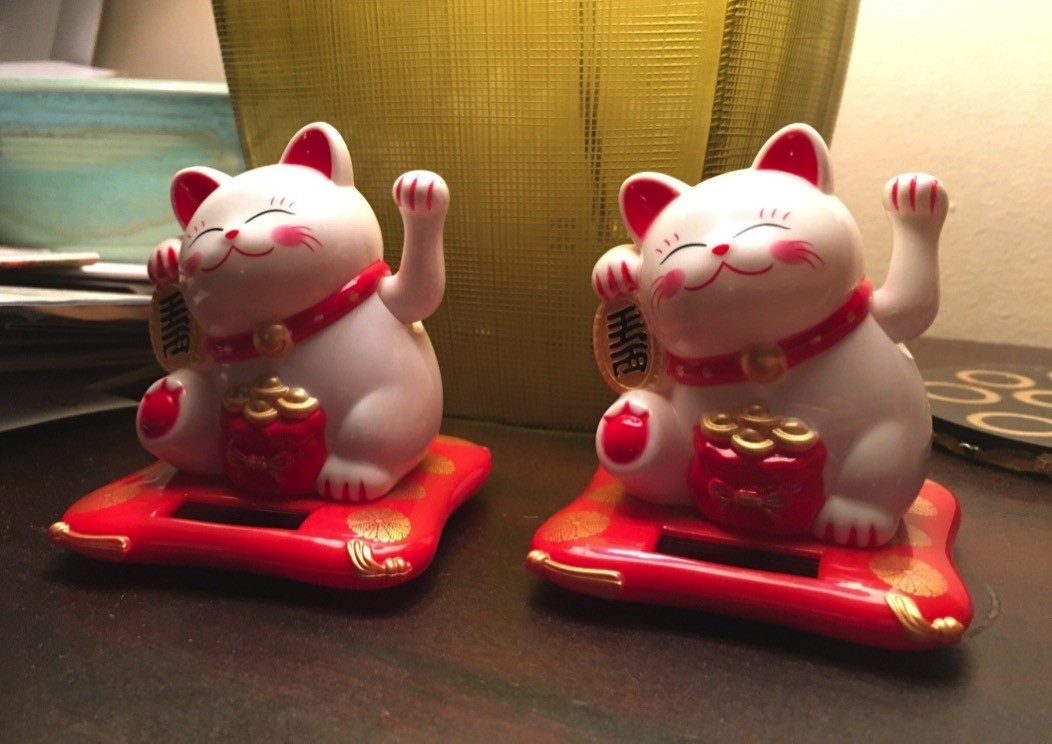 Image of a lucky waving cat from Chinatown