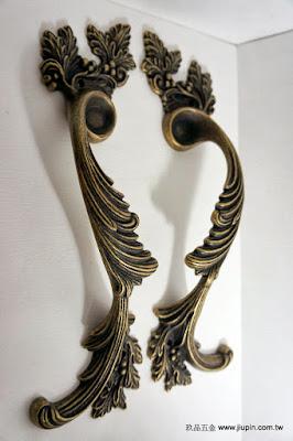 裝潢五金 品名:SA84-古典花型大把手-2 規格:300m/m 材質:銅製品 顏色:古銅色 玖品五金