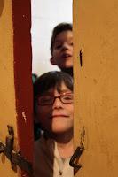 Les catéchumènes devant la porte