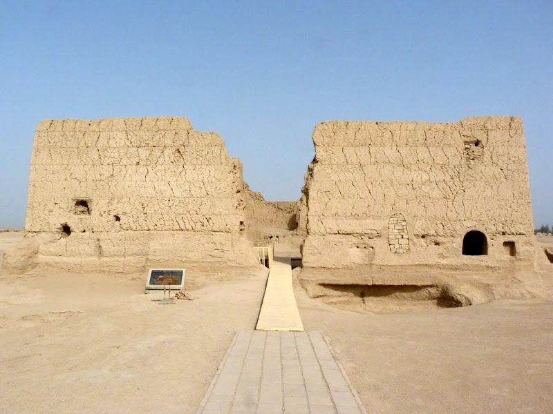 XINJIANG.  Turpan. Ancient city of Jiaohe, Flaming Mountains, Karez, Bezelik Thousand Budda caves - P1270804.JPG