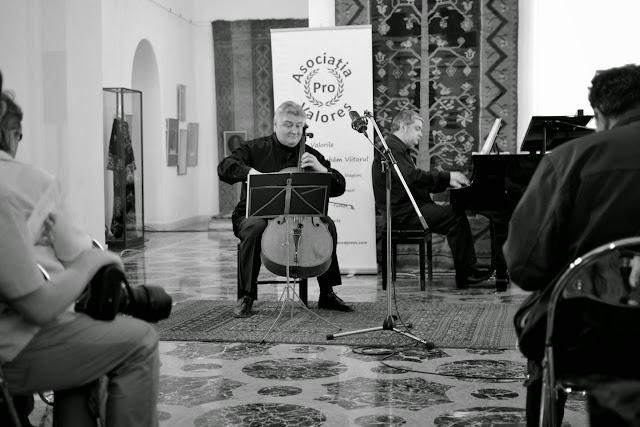Violoncelistul Dan Cavassi - (000a) - (7)