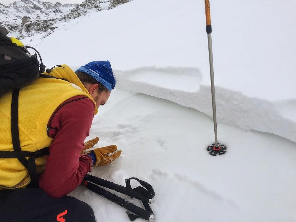 Avalanche Haute Maurienne, secteur Vallon d'Etache, Chemin d'été qui monte des chalets de Saint Barthélemy en direction du Plan des Eaux - Photo 1