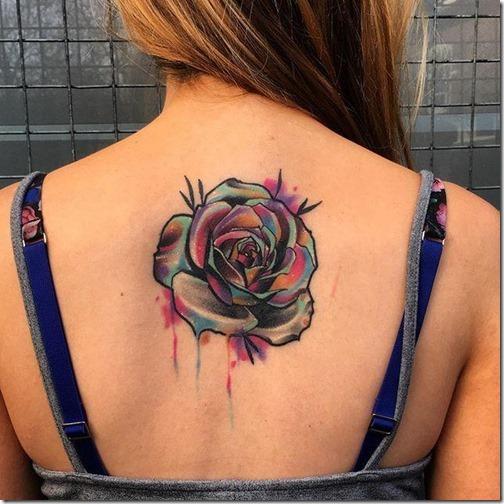 rosa_increble_y_llena_de_colores_en_la_espalda