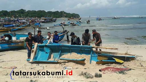 Gelombang Pasang Ekstrim Rusak 33 Perahu Nelayan Ujung Genteng Sukabumi