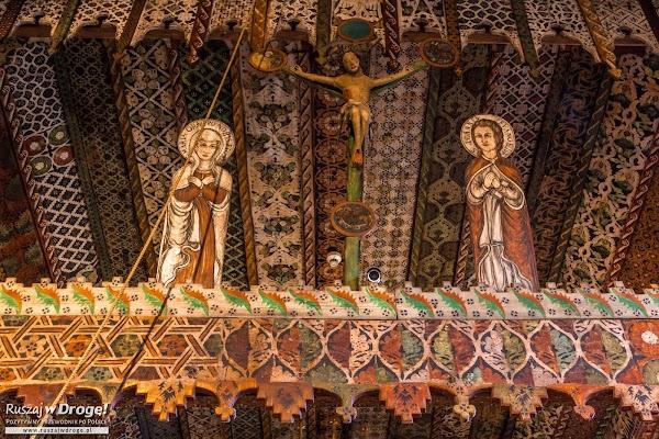 Drewniane detale w Kościele w Dębnie