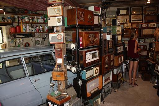 De overige ruimte is bestemd voor de radio's.