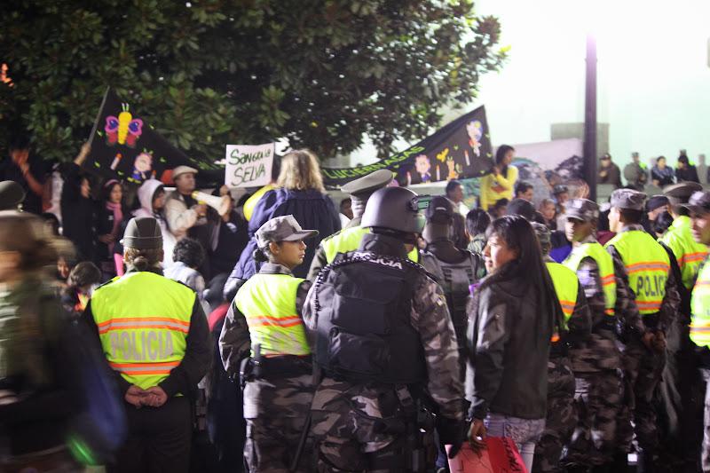 Police surround Ecuadorians protesting Pres. Correa's approval of drilling the ITT oil fields beneath Yasuni National Park