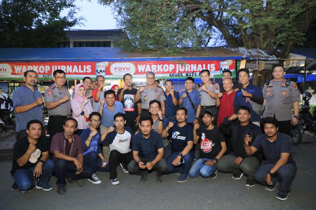 Kunjungi Warkop Jurnalis, Kapolda Sumut Berharap Media Ikut Menjaga Kamtibmas dan Hindari Berita Hoax