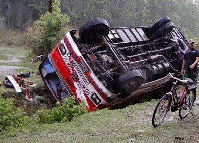 सडक दुर्घटनाबाट प्रतिदिन ६ जनाको मृत्यु, ३३ घाइते