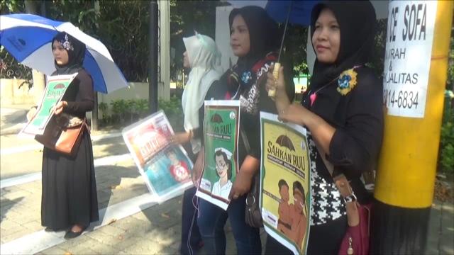Tiup Peluit Bahaya, Puluhan Aktifis Perempuan Desak Pengesahan RUUKekerasan Seksual