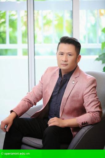 Hình 1:                         Bằng Kiều chấm thi vòng loại Vietnam Idol