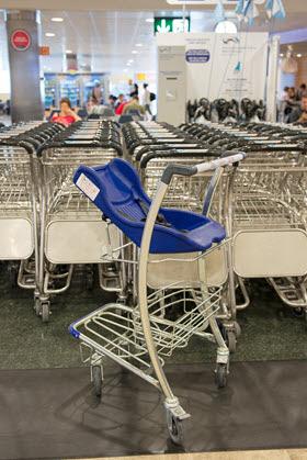 Nuevas zonas infantiles y 80 carros con silla portabebés en el Aeropuerto de Barajas