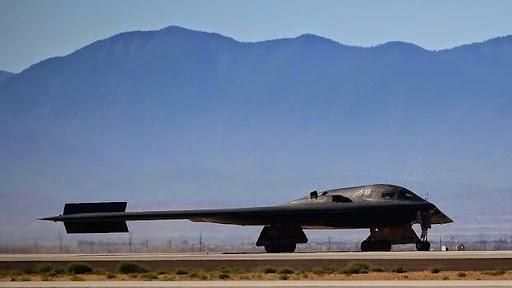 Máy bay ném bom bom B-2 Stealth, với biệt danh