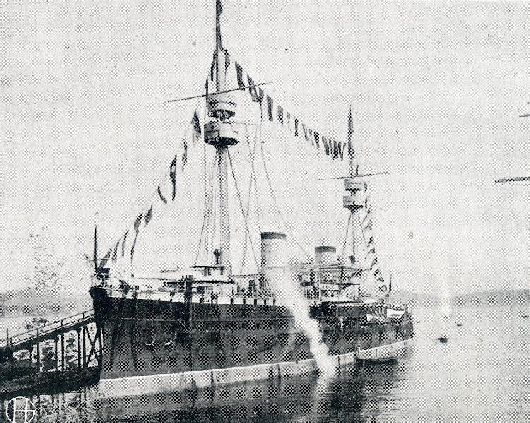 5- Engalanado en Toulon. Del libro Biografia del Exmo. Sr. ED. Pascual Cervera y Topete. Almirante de la Marina de Guerra Española.JPG