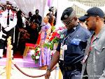 Des proches du King Kester Emeneya le 01/02/2014 au palais du peuple à Kinshasa, après l'arrivee du corps en provenance de Paris. Radio Okapi/Ph. John Bompengo