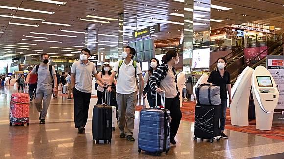 Gerombolan Taipan Disebut Lari ke Singapura saat Ada Corona