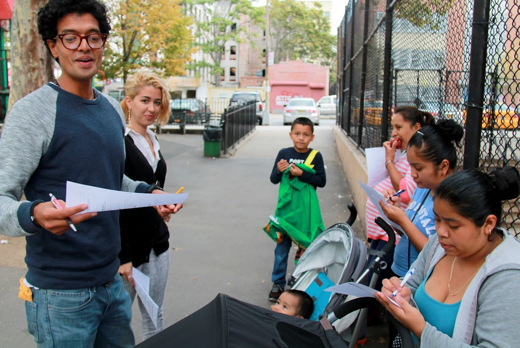 First time co-leaders Jorge and Louiza pass out the quizes for parents on our seventh walk