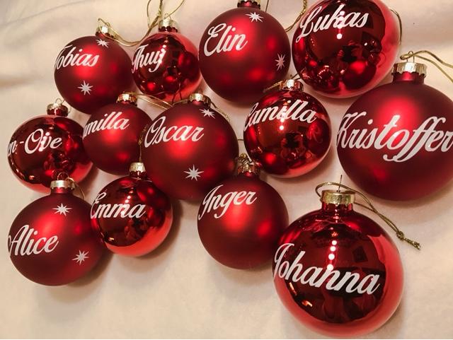 personliga julgranskulor med namn